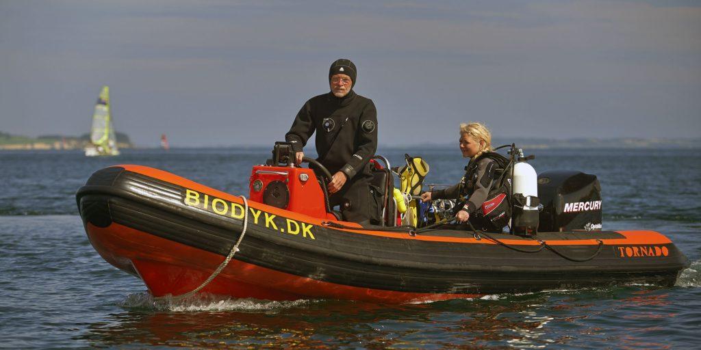 5.8m-coach-boats